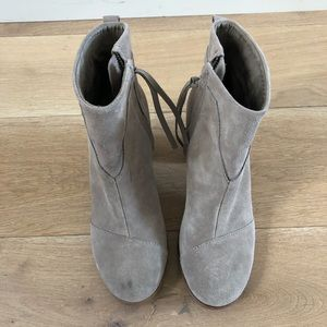 TOMS 8.5 light brown suede ankle booties